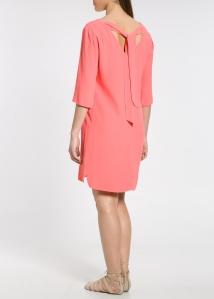 Robe rose, avec un nœud (ma sœur ne pouvait pas choisir autre chose !) - 99.99€