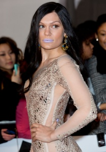 le_rouge____l__vres_lilas_de_jessie_j_aux_brit_awards_2014_6866_north_654x