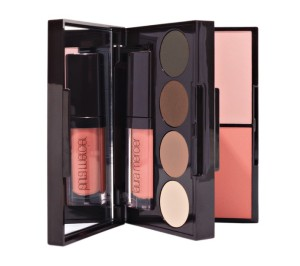 portable-colour-palette-for-eyes-cheeks-and-lips-laura-mercier